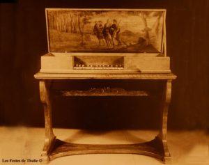 Clavicorde XVIIe vendu au musée instrumental George Harding Chicago