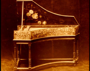 Clavecin XVIIIe s vendu au musée instrumental George F Harding à Chicago
